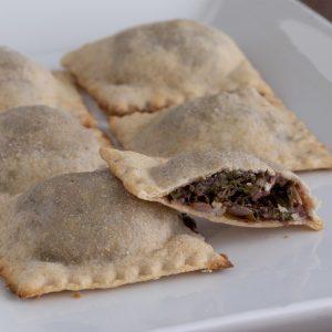 الكشري بالحبوب المبرعمة وأنواع الباستا المصنوعة طازجة في المخبز من الحبوب الكاملة والخميرة الطبيعية